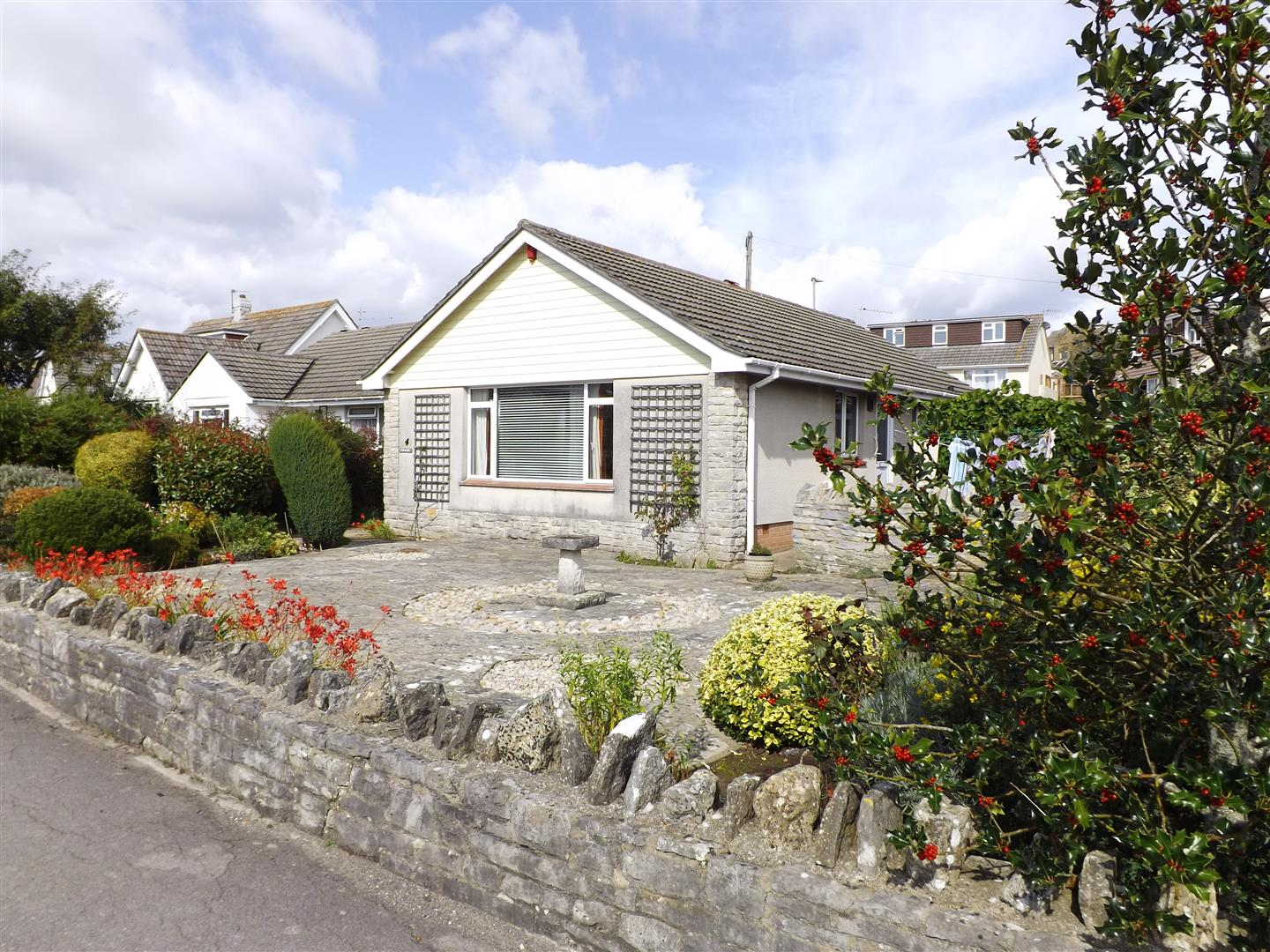 3 Bedrooms Detached Bungalow for sale in Cauldron Barn Road, Swanage